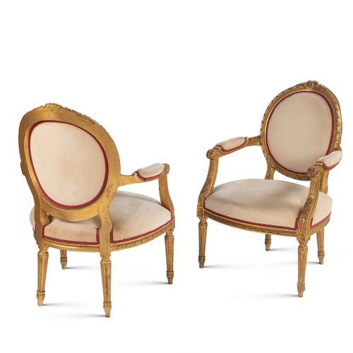 Pair of gilt wood armchairs France, 19th 20th century 83x63x56 cm. 座椅和靠背采用软垫和织物覆…