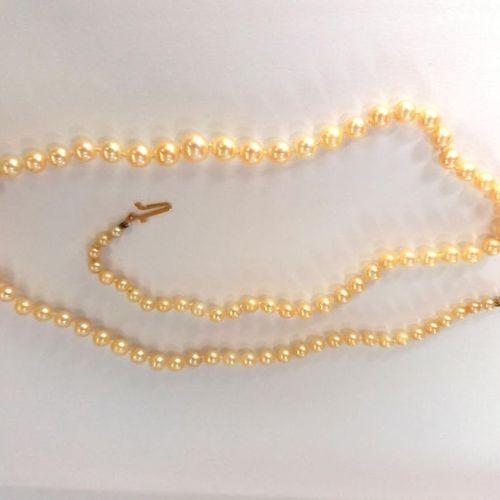 Collier composé d'un rang de perles de culture disposées en chute. Fermoir en or…