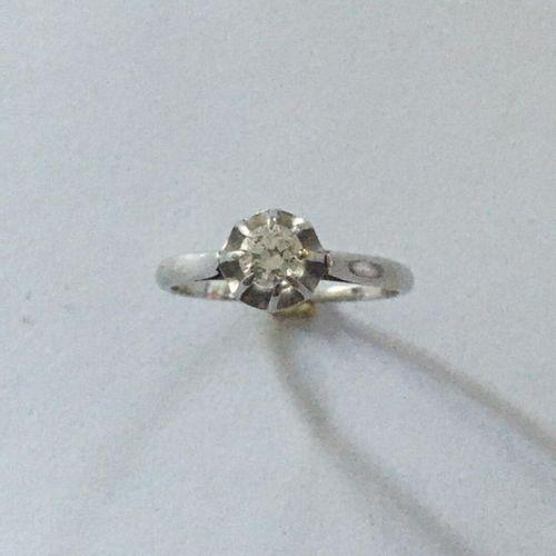 Bague en or blanc (750) 18K et platine griffée en solitaire d'un diamant de 0,20…