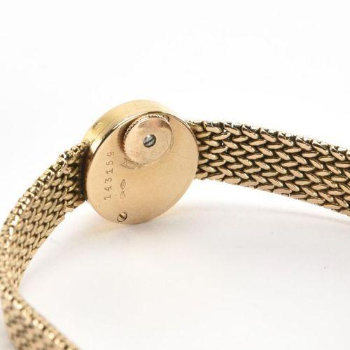 JAEGER LECOULTRE. Montre de dame. Boîtier et bracelet en or jaune (750) 18K. Mou…