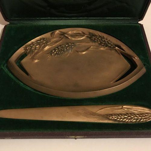 M. ARVISENET.  Coupe vide poche et coupe papier en bronze à décor d'épis de blé.…