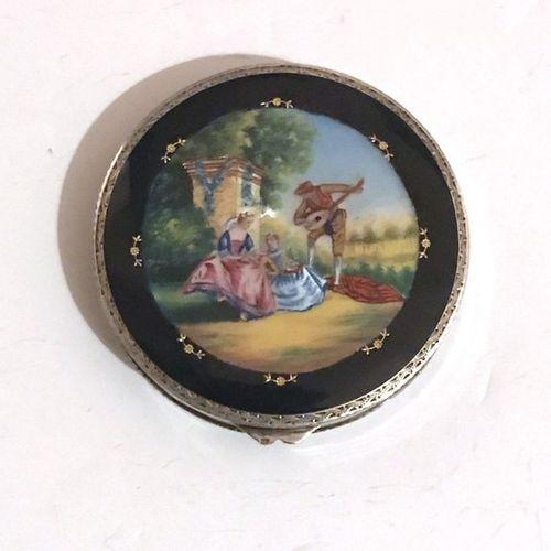 Boite ronde en argent (925) à décor guilloché de cercles concentriques, le couve…