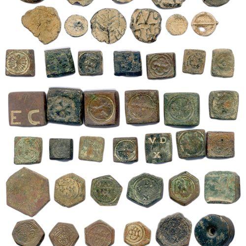 DIVERS  Lot de ONZE plombs et TRENTE SEPT poids monétaires (carrés, héxagonaux, …