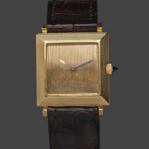 BOUCHERON La carrée, vers 1960. N° 77484.  Montre bracelet de dame, le boitier c…