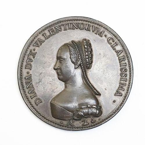 Diane de Poitiers. Médaille en bronze.  A./ Buste vers la gauche avec légende «…