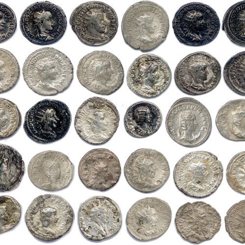 EMPIRE ROMAIN  Lot de TRENTE monnaies romaines en argent (29 antoniniens et 1 de…