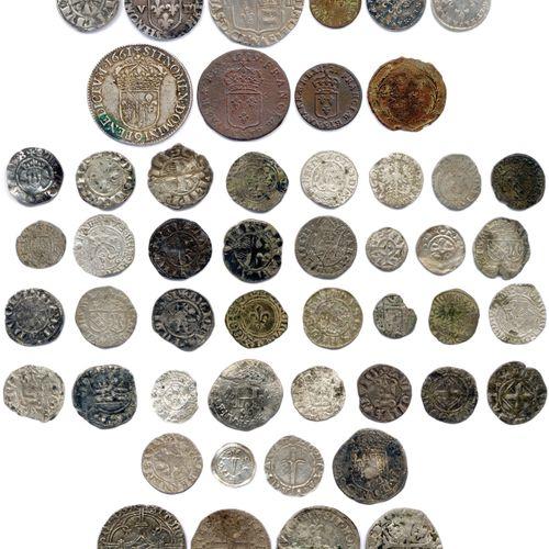 ROYAUME DE FRANCE  Lot de CINQUANTE monnaies médiévales, royales françaises et f…