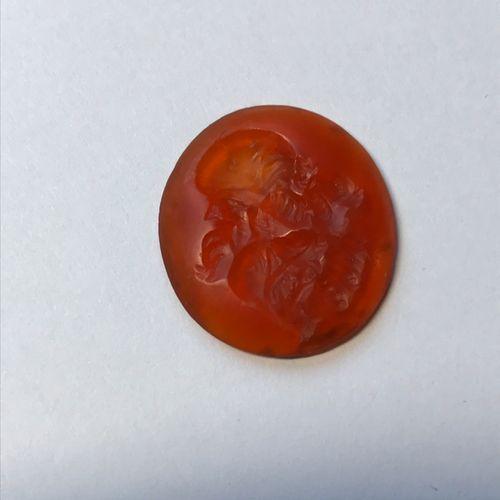 Grande intaille ovale en cornaline gravée d'un grylle composé d'une tête d'homme…