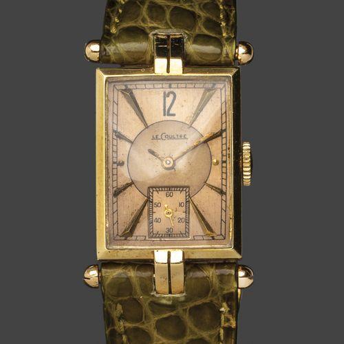 LE COULTRE. N°15351. Circa 1930 / 40.  Montre bracelet d'homme, le boitier recta…