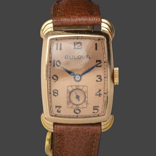 BULOVA. N°303645. Vers 1930 40.  Montre bracelet d'homme, le boitier rectangulai…