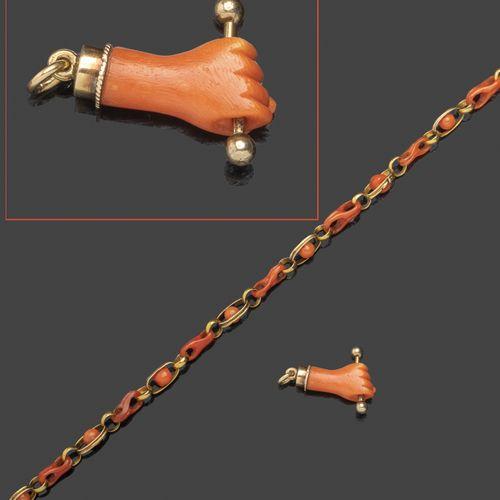 Chaîne giletière en or jaune et corail rouge.  Travail du XIXème siècle.  Longue…