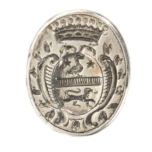 Cachet à cire en argent à prise ajourée, le plat ovale gravée d'une armoirie sou…