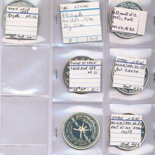 Ensemble de QUATRE VINGT NEUF monnaies du Moyen Orient et autres pays en argent …