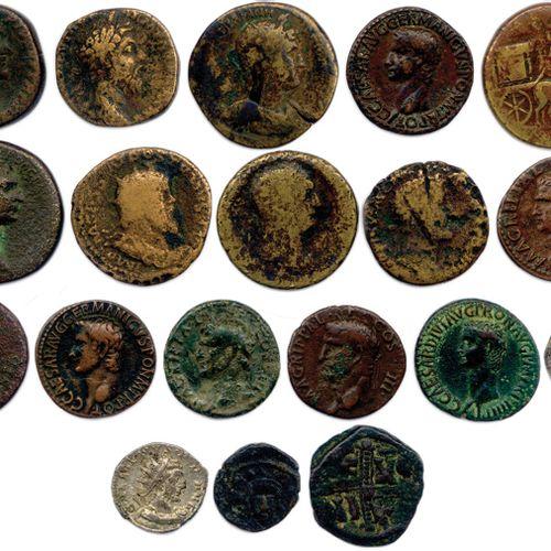 EMPIRE ROMAIN  Lot de DIX NEUF monnaies en bronze et en argent: 15 sesterces et…