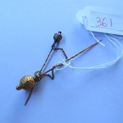 2 épingles à cravate en or jaune, poids 2,4 gr