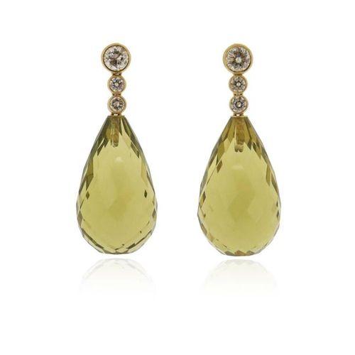 Une paire de boucles d'oreilles en quartz et diamants, chaque quartz en forme de…