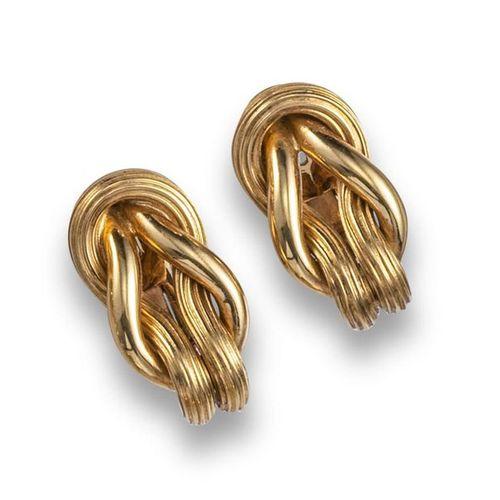 Une paire de boucles d'oreilles en or de Lalaounis, avec des boucles d'or jaune …