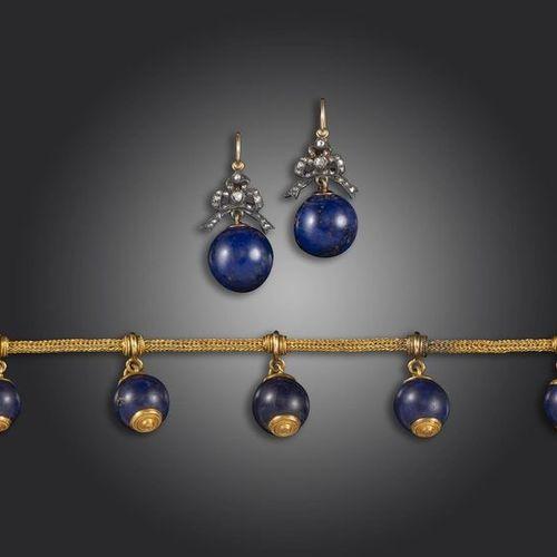 Bracelet de style étrusque du XIXe siècle en maille d'or jaune, suspendant cinq …