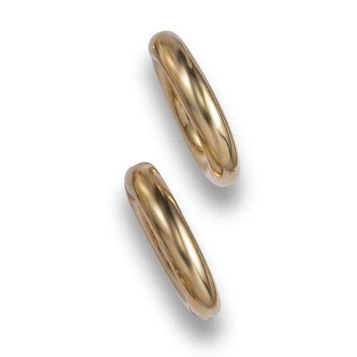 Une paire de boucles d'oreilles en or de Cartier, les clips en or creux avec des…