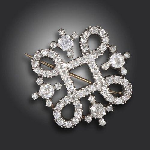 Une broche victorienne à quatre feuilles serties de diamants anciens gradués en …