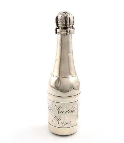 Bouteille de Champagne en métal galvanisé, par L. Roussel, B de la Madeline, Par…