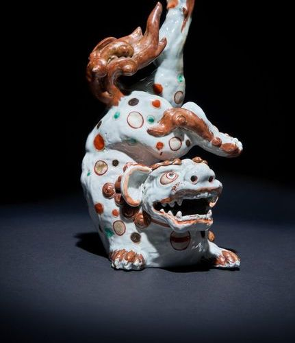 A RARE JAPANESE ARITA MODEL OF A LION DOG, SHISHI EDO PERIOD, C. 1700 The body o…