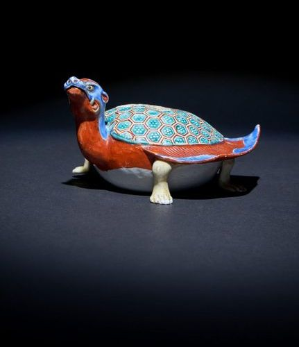 A RARE JAPANESE KAKIEMON MODEL OF A 'FLAMING TORTOISE', MINOGAME EDO PERIOD, C.1…