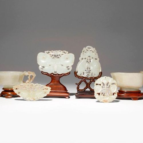 SIX CHINESE WHITE AND CELADON JADE ITEMS QING DYNASTY Comprising: a small pourin…