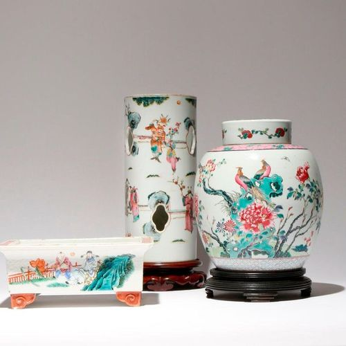 THREE CHINESE FAMILLE ROSE ITEMS 19TH/20TH CENTURY Comprising: a tall cylindrica…