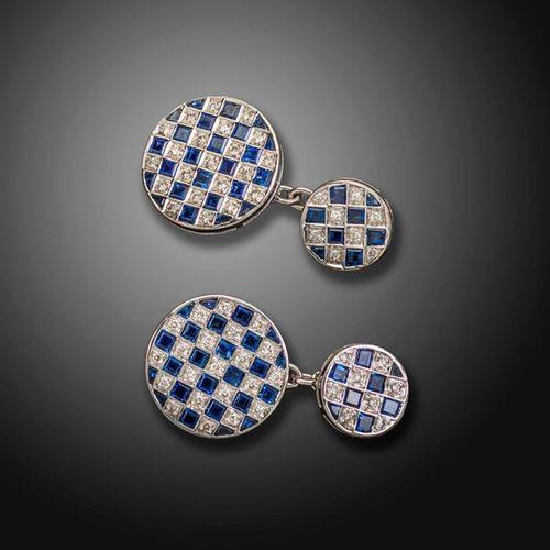 Une paire de boutons de manchette circulaires en saphir et diamants en damier, s…