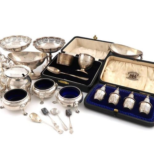 A mixed lot of silver items, various dates and makers, comprising: a cased set o…