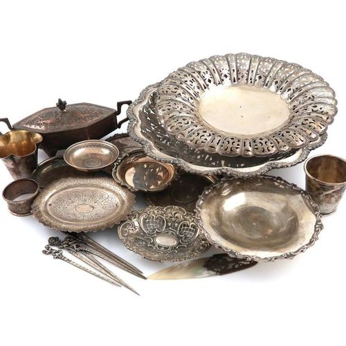 A mixed lot of silver and metalware items, comprising: a Turkish dish, of oval f…