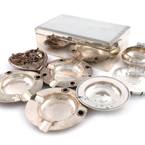 A mixed lot of silver items, comprising: a cigarette box, by The Alexander Clark…