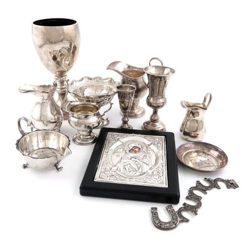 A mixed lot of silver items, comprising: an Edwardian cream jug, Birmingham 1906…