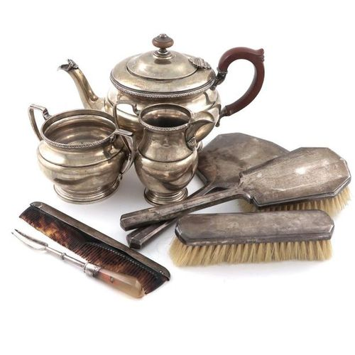 ?A mixed lot, comprising a three piece silver tea set, by the Adie Brothers, Bir…