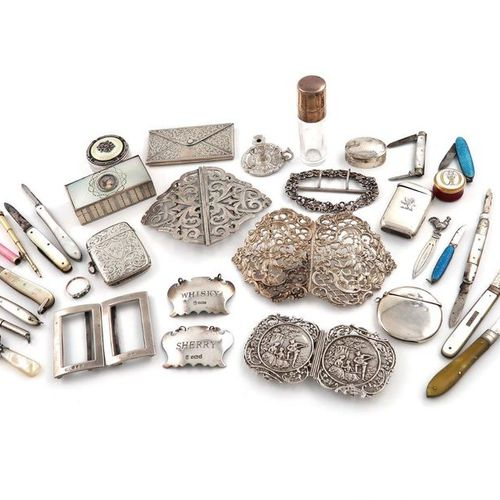 A mixed lot, comprising silver items: a small card case modelled as an envelope,…