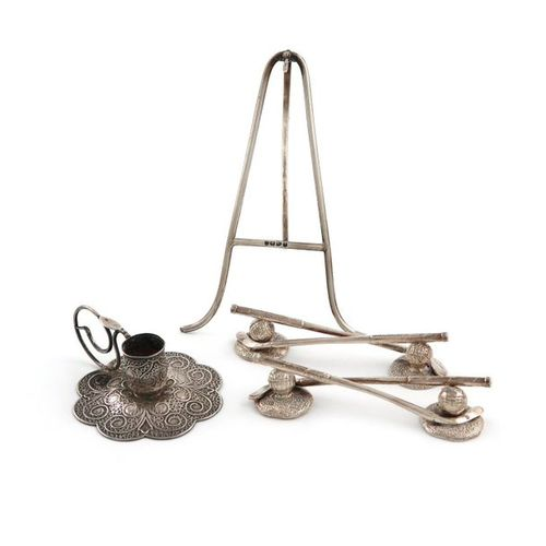 A mixed lot of small silver items, comprising a watch hanging easel, Chester 189…