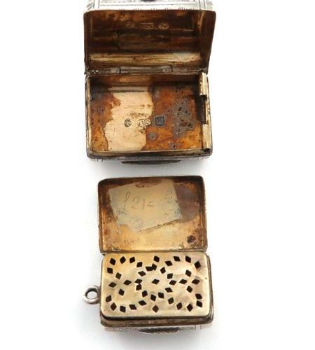 A George III silver vinaigrette, by Lea & Co, Birmingham 1817, rectangular purse…