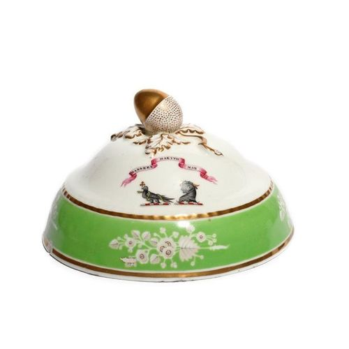 A Chamberlain's Worcester armorial tureen cover c.1830, painted with the dual cr…