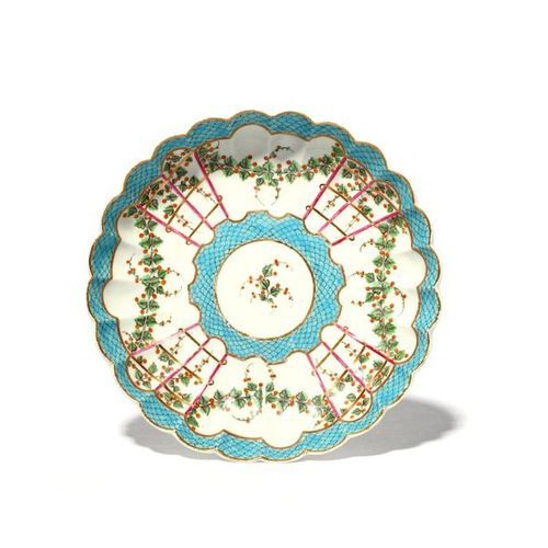 A Worcester dessert dish c.1775, the shallow fluted form painted with a Hop Trel…