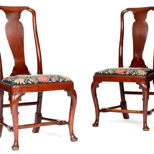 A PAIR OF GEORGE II RED WALNUT SIDE CHAIRS C.1730 40 each with a solid vase shap…