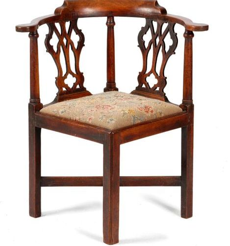 AN EARLY GEORGE III MAHOGANY CORNER CHAIR C.1760 70 the curved top rail above a …