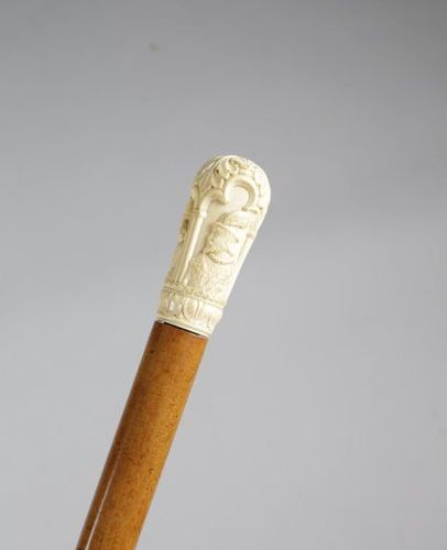 ? AN IVORY HANDLED WALKING CANE LATE 19TH / EARLY 20TH CENTURY in Renaissance re…