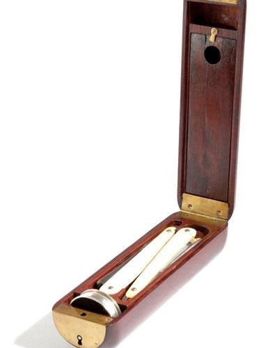 A MAHOGANY AND BRASS CAMPAIGN OFFICER'S SHAVING CASE 19TH CENTURY the hinged lid…