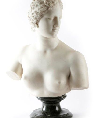 AFTER THE ANTIQUE. AN ITALIAN CARVED WHITE MARBLE GRAND TOUR BUST OF THE VENUS D…
