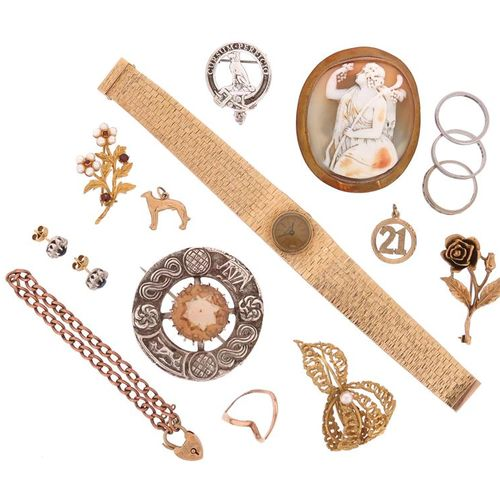 A wristwatch and a quantity of jewellery items, including a ladies yellow gold w…