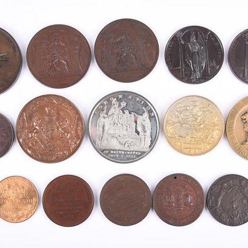 英国君主:一批加冕和禧年纪念章,包括。乔治四世加冕,1821年,AE,55毫米,左半身,反面有剑和权杖,在基座上的王冠下,Hardman D. Webb,颈部有…