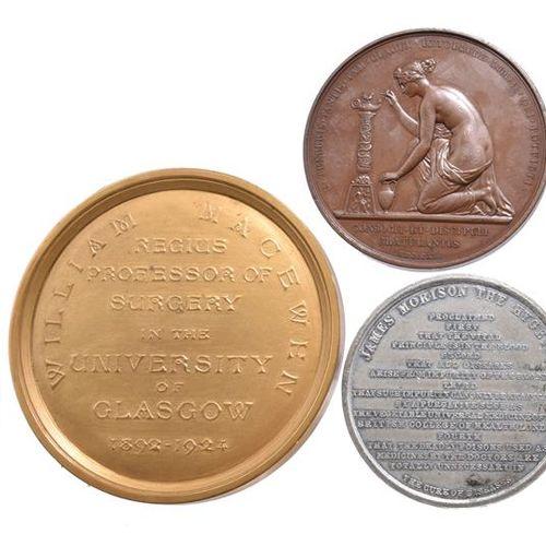 一组医学奖章和纪念奖章,包括。爱丁堡医学院,银质,52毫米,凸形中心,刻有细节(Dr Craig's Class.... Session 1885 6 Gain…