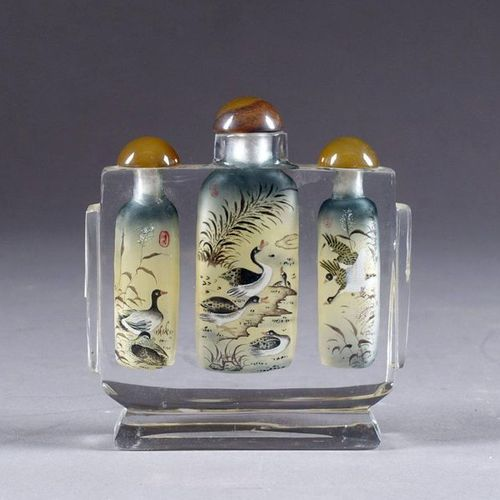 Tabatière triple. The bottles are decorated with enamel and duck enamel in water…