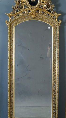 Miroir de Cheminée Louis XIV. The pediment features a ribboned medallion and is …